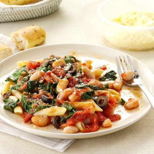 penne pasta with tomatoes and white beans